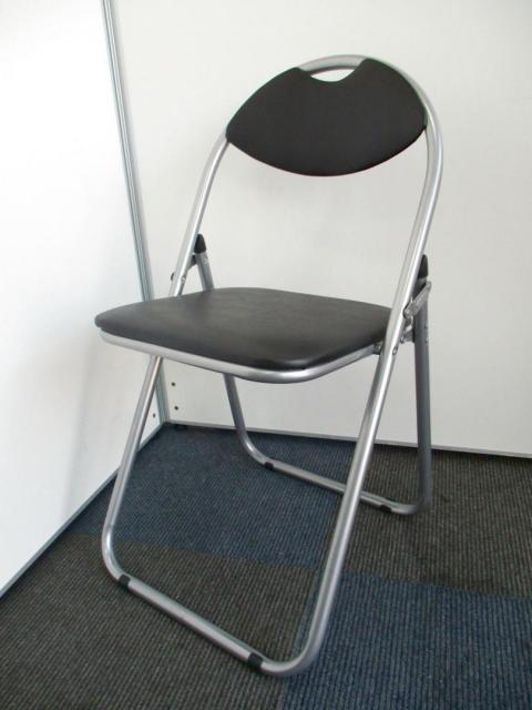 【新品】6脚単位【メーカー直送品】なんだかんだ言ってもパイプ椅子!【人気のブラック色です。】