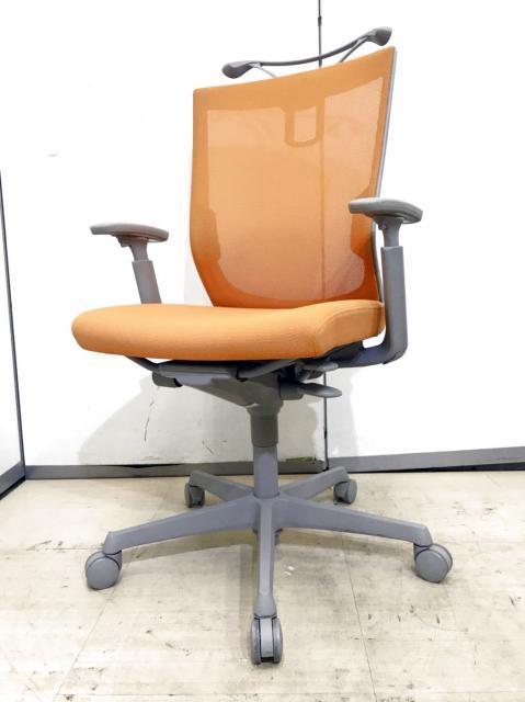 オカムラ製品のエスクードチェアの入荷です!色も明るいオレンジでメッシュ使用ですので通気性も良い商品です!座り心地も抜群の商品になります!