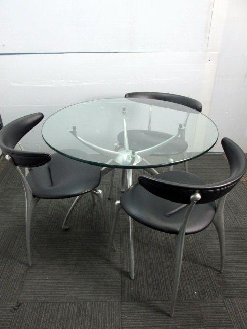 【商品入れ替えのため30%OFF】《おすすめ!!チェア4脚+テーブル1台の1セット》リンクのガラステーブルとチェアが入荷致しました♪