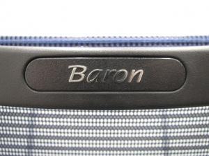 オカムラのエルゴノミクスチェア、バロン!人気のブルー色です!座面:布 背もたれ:メッシュタイプ 可動肘タイプ シルバーフレーム ランバーサポート無しの為、お安くご提案致します!※肘パッド割れあり。Ω[Baron](中古)