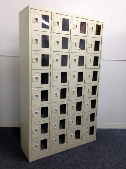 【レア】【7台入荷しました!】窓付き シューズボックス 4×8の32人用