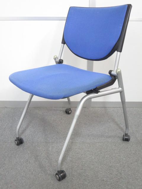 ■プロスタック ネスティングチェア ブルー ■座面を畳めて水平にスタッキング!