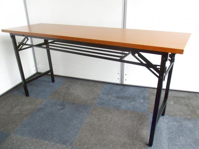 【ビジネスシーンには欠かせない】折り畳みテーブルが1台限定でのご案内!【木目調でデザイン性高め】