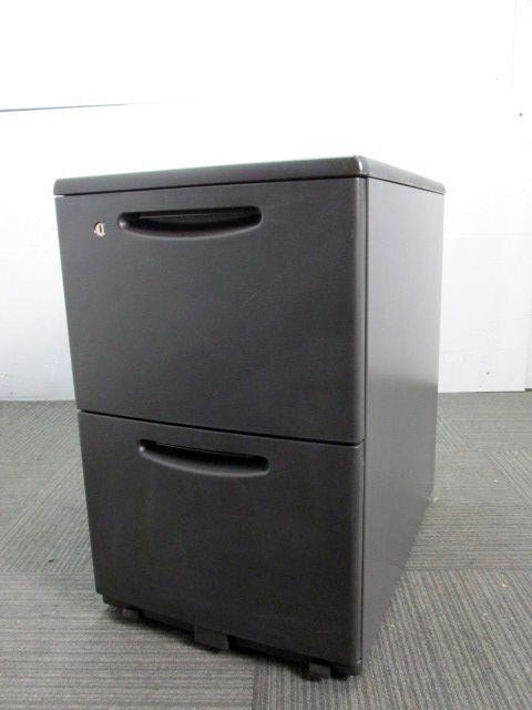 【キャスター付き】オカムラ製中古2段ワゴン ブラック色 【福岡在庫商品】