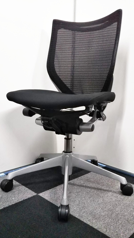 【大量入荷 状態良好】先進の人間工学に基づいた快適な座り心地。大人気のメッシュチェア!