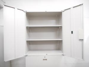 【書類をまとめて整理できます!】■イトーキ製 両開き+3段ラテラル書庫セット【壁面収納キャビネット】[THIN LINE](中古)
