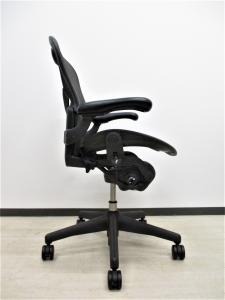 【希少なAタイプ‼】【体が小さめの方にオススメ!】【クレジット決済可能】ポスチャーフィット 稼働肘[Aeron chair](中古)