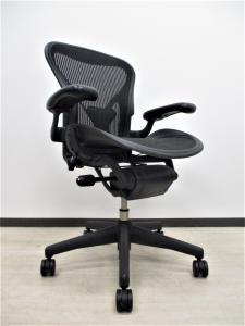 【希少なAタイプ‼】【体が小さめの方にオススメ!】ポスチャーフィット 稼働肘[Aeron chair](中古)