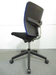 【オフィスを彩るデザインが魅力!】■エポチェア ブルー 肘無タイプ[EPO](中古)