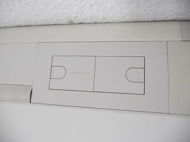 【配線機能も充実!】■オカムラ製 平デスク W1200mmタイプ ■【OKAMURA SD-eシリーズ】[SD-e Desk system](中古)