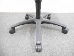 【座り心地の良さが人気です!】■オカムラ製 カロッツァチェア ブラック ■【Okamura Carrozza】[Carrozza](中古)