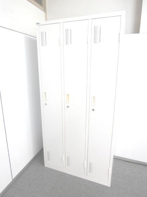 【広々使用できるサイズの3人用ロッカー・ホワイトカラーで明るい】■3人用ロッカー ■ホワイト ■鍵付