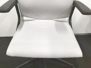 【大量入荷!!】オフィスをきれいな雰囲気を作り上げます!大人気ホワイトチェア![Protege](中古)