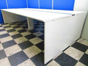 最近オフィスの主流になってきたフリアド!天板・脚ともにホワイトで素敵なオフィス空間を!天板1枚W1600mm【4名~6名様用】