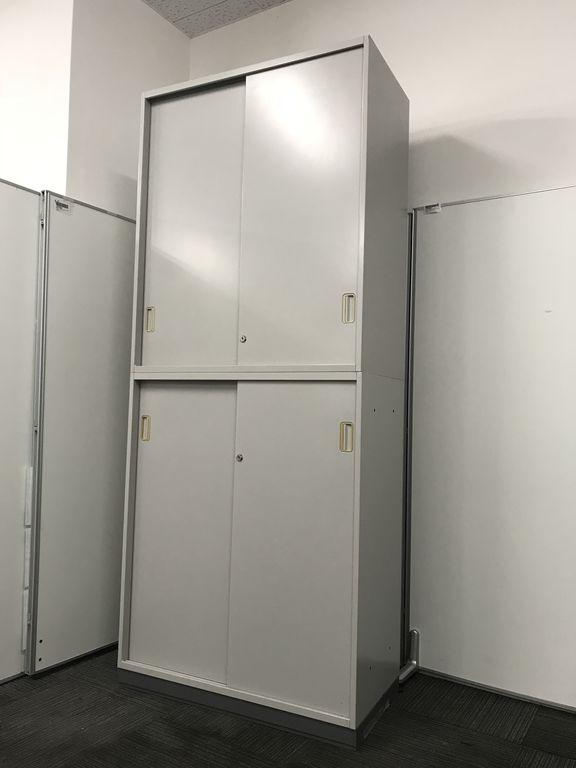 【引き違いタイプなので、扉の開閉時スペースをとりません】常に品薄のファイル収納書庫セットが2台限定入荷!