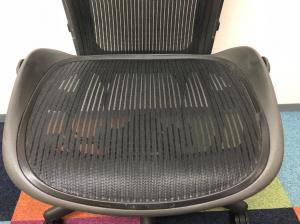 【おつとめ品!!】楽器も演奏しやすい肘無し!!ランバーサポート、座面下のカバーが無しのアーロンチェア!!Bタイプでゆったり座れます!!【機能は上下昇降のみ】[Aeron chair](中古)