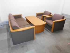 【スタッフ一押し限定1台!】イトーキ製・応接セット入荷!3人用ソファー+1人用ソファー×2になります!
