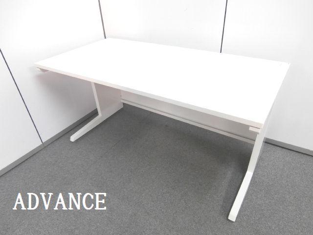 【オフィスを明るくするホワイトカラーと広々ストレスなく使用できる人気サイズの横幅1400mmの平机です!!】■おつとめ品