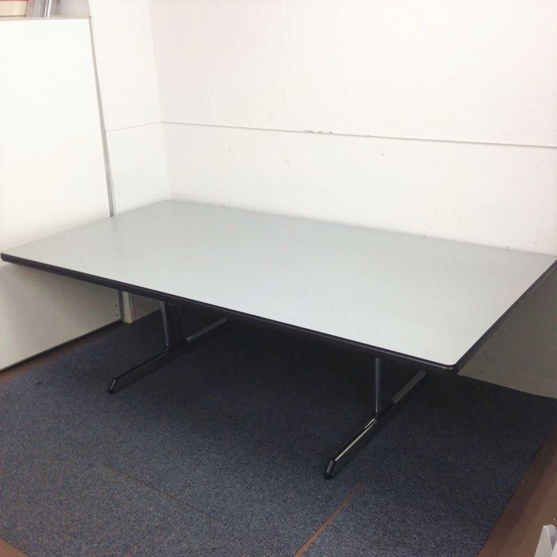 【大型テーブルがお値打ち!しかもトップブランドのオカムラ製】幅2400mmの大型サイズ