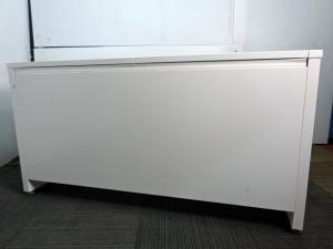 【作業スペース広め】オカムラ製中古平机 ホワイト色 上長席にオススメ[ADVANCE](中古)