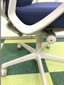 【オフィスチェア】オカムラ エスクード【事務椅子】便利なハンガー付[ESCUDO](中古)
