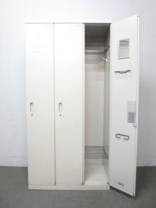 ■イトーキ製 3人用ロッカー【幅広い収納スペース!】[haney line](中古)