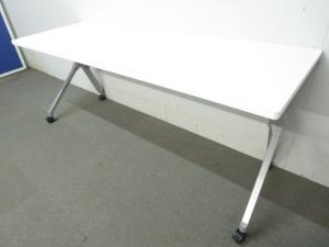 【状態良好品!台数揃います!】■オカムラ 平行スタックテーブル【W1800×D600mm】 ホワイト 幕板付[FLAPTOR](中古)