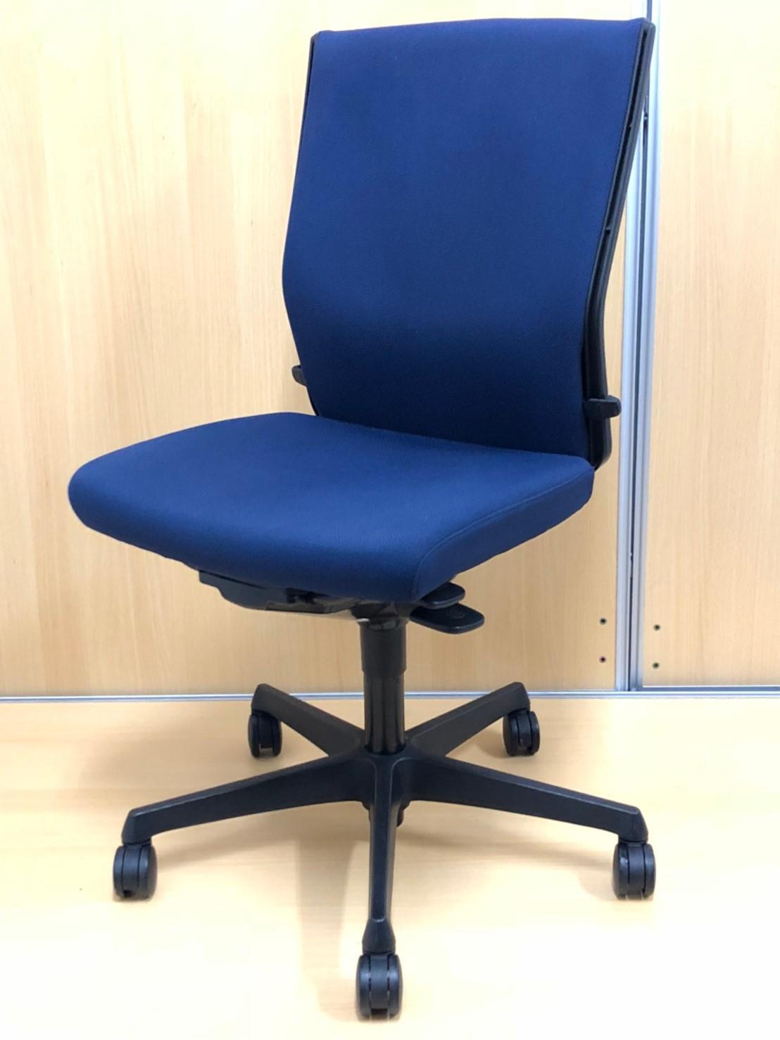 【スタイリッシュなデザイン!】■長時間座っても疲れにくいフカフカしたクッションで座り心地◎!