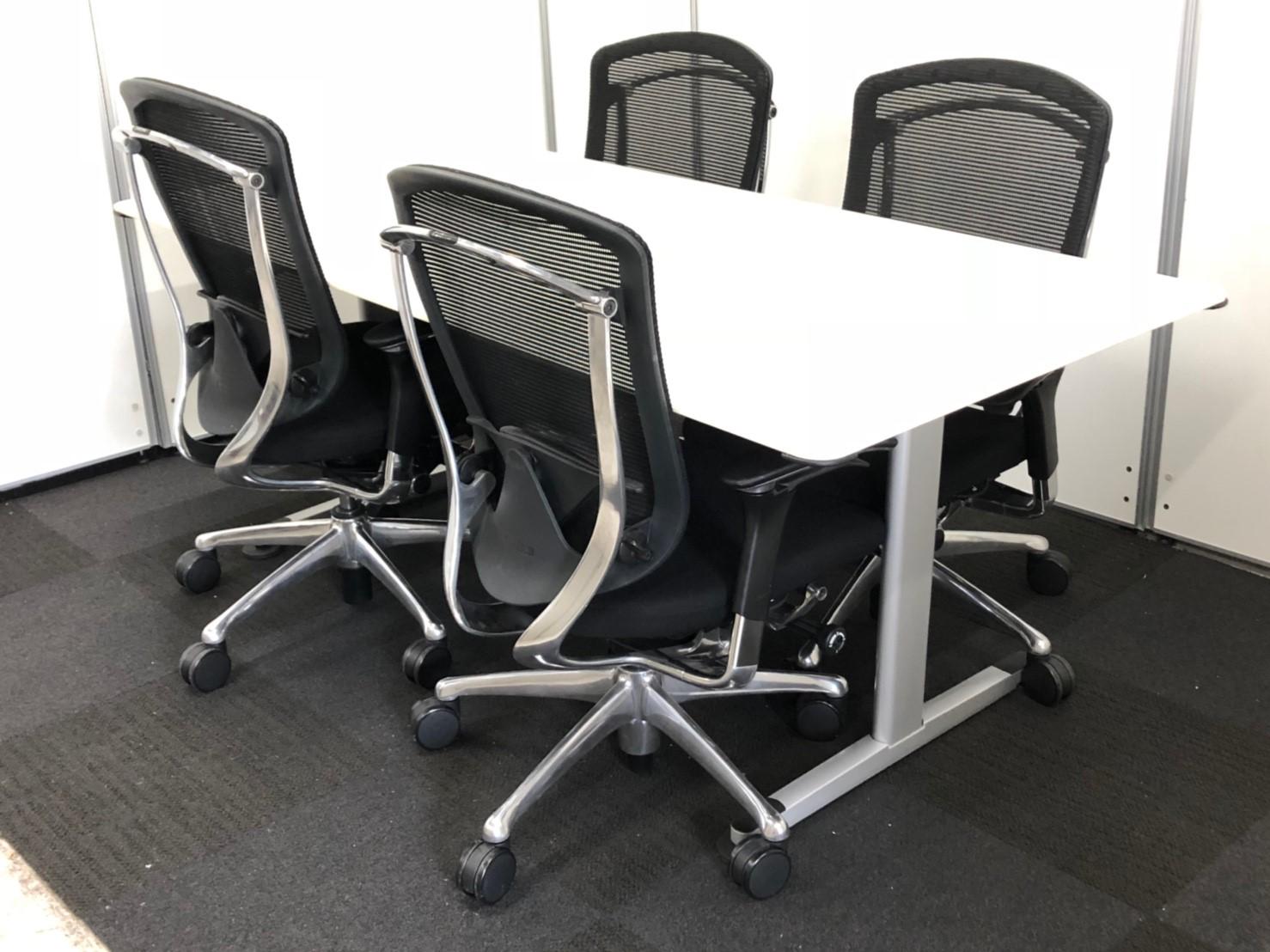 【通常売価30万以上】コクヨ製テーブル+オカムラ製コンテッサチェア×4脚セット 大人気の商品を合わせました!一目置かれる事務所になる事間違え無し!?