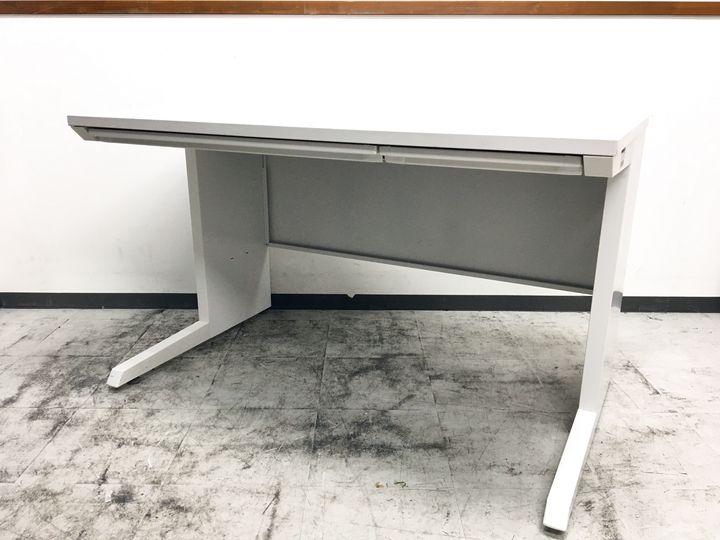 清潔感あるホワイト+現行シリーズ/W1200イトーキCZRの平机が入荷致しました!!