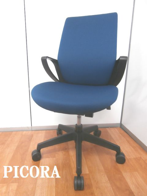 【丸みの特徴あるデザインが体を包み込んでくれる】■コクヨ製 ■OAチェア ■事務椅子 ■国産メーカー ■肘付 ■ブルー ■青 ■快適