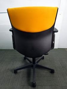 ◆数量6点◆オレンジ色の明るいチェアです♪ オカムラ製~エスクードシリーズ~[ESCUDO](中古)