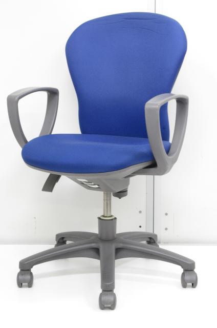 【人気のブルー!!肘つきです!!】ローコストで使い勝手抜群な事務椅子です!!【お安くお求めいただけます!!】