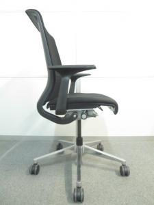 【背中全体を最適にサポート!】■Thinkチェア(Steelcase)■ブラック・背3Dニット/座クロス張り■アルミニウムベース ポリッシュ[Think chair](中古)