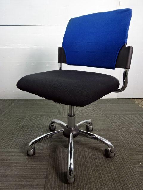 レア☆数量1点☆ ヴィヴィットカラーの強いブルー色でオフィスでも存在感抜群♪