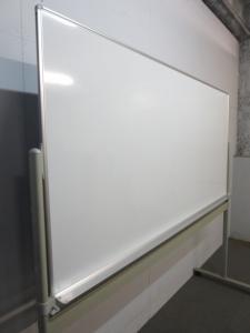 ■オカムラ製 脚付ホワイトボード(片面タイプ)■板面サイズ:W1800×H900mm ■50mm角暗線入り|スタンディングボード(中古)