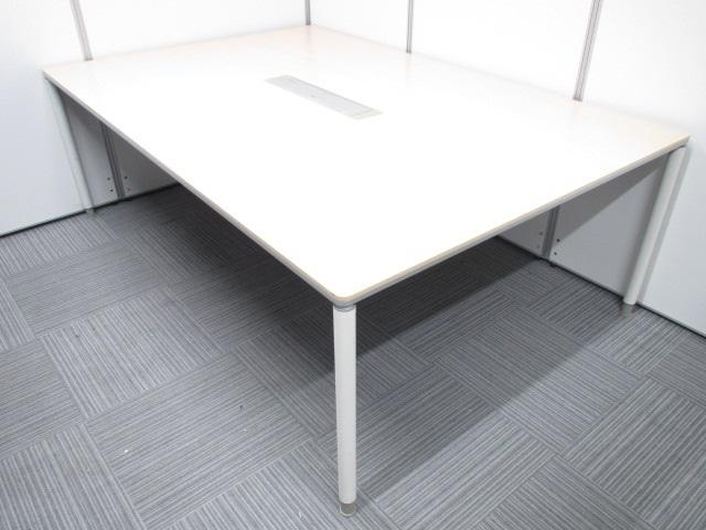【4名~6名様】オカムラ製 DY132P Mj24 ナチュラル天板 配線ダクト付き 4つ脚の会議用大型テーブル。