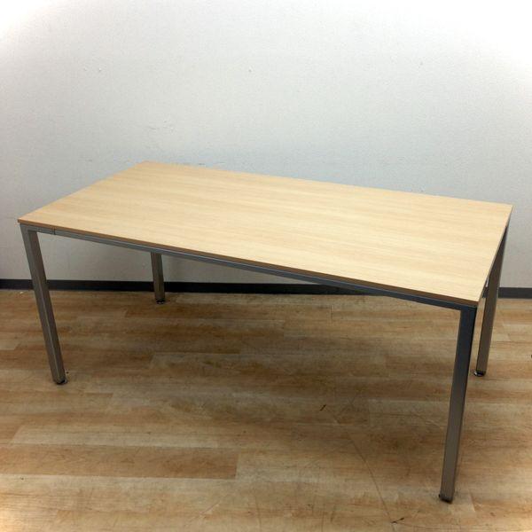 【1台限定入荷!】シャープなデザインに美しい木目!オカムラ製のミーティングテーブル
