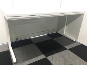 【ワイドサイズなデスクで業務効率アップ!】オカムラ製の平机。幅140cm!