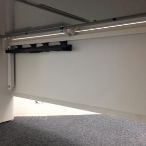 【12セット揃います!】ホワイトで合わせたオフィスが映えるデスク・ワゴンセット! デスク:スカエナ(SCAENA) ワゴン:STワゴン(中古)