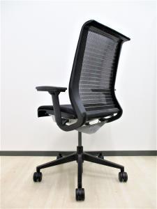 【3脚限定‼】毎度即完売のシリーズ!■人間の身体の動きに直感的に応えることで快適さを実現したチェア‼[Think chair](中古)