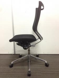 【状態良好】バロンチェア-Baron-ハイバック|洗練されたデザインと極上の座り心地|背:メッシュ/座面:クッション|オカムラ(okamura)[Baron](中古)