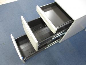 [すぐに売れちゃいますよ!!]岡村製作所(okamura) 3段脇机 SDシリーズ■A4ファイルが2段収納可能!!デスクの延長線上としておすすめです!!(中古)