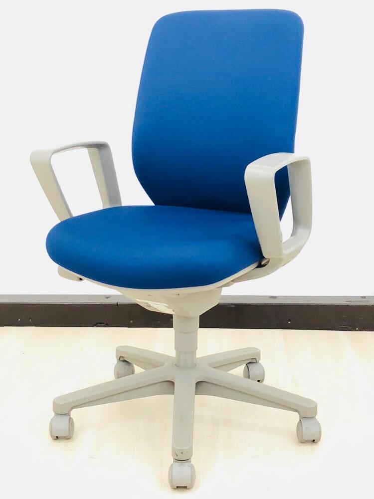 【2013年製とまだまだ現役!】肘付きブルーカラーの事務椅子が入荷しました!