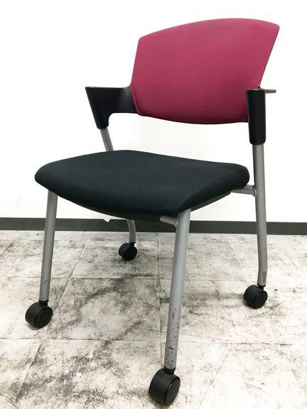 休息時などリラックスに対応し、快適な座り心地を実現します。国内トップメーカー コクヨ製