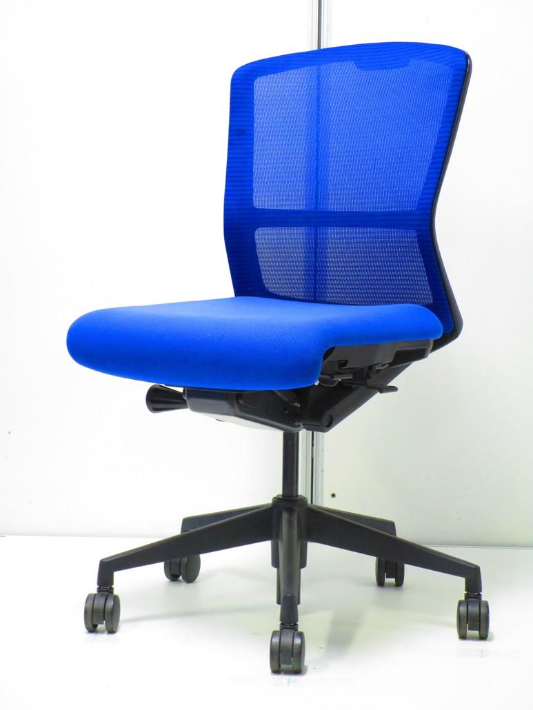 流行のメッシュチェア!ローコストで人気のブルー(青)色!きれいな事務椅子です