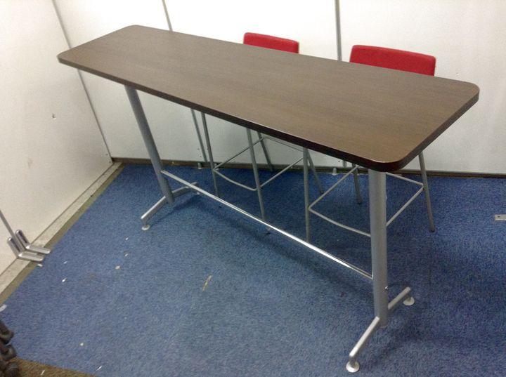 【カウンターテーブル チェアセット】 レッド色チェアとブラウン色テーブル