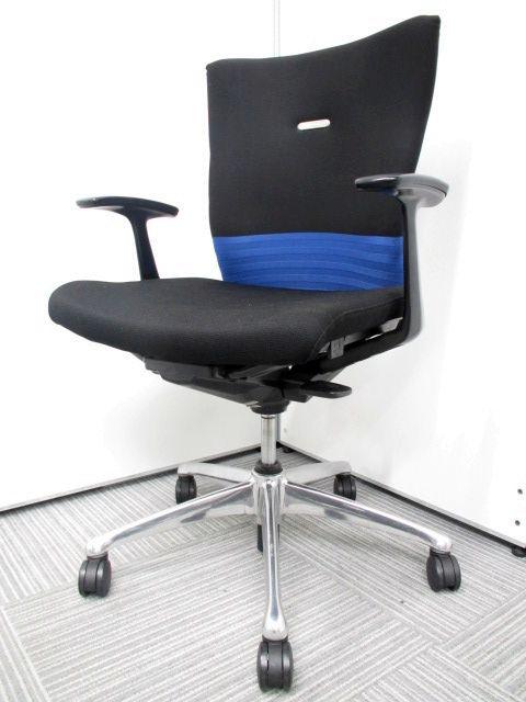 オカムラ製 フィーゴチェア コートハンガー付き シームレスブルー エルゴノミクス(人間工学)に関する豊富な研究成果をもとに、快適な座り心地と使いやすさを徹底追及して開発したチェアです。