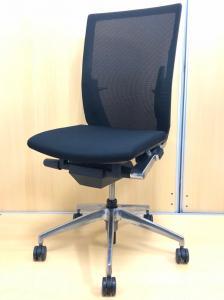 【風の名を持つチェア!!】耐久性抜群のメッシュ地が背面をサポート!!シャープなデザインで会議室用にも!!