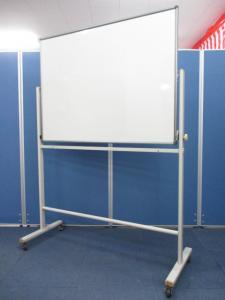 【あると便利です!!】コクヨ(KOKUYO)製 キャスター脚付きホワイトボード!! ■会議室にはマストなアイテムです!!|その他シリーズ(中古)